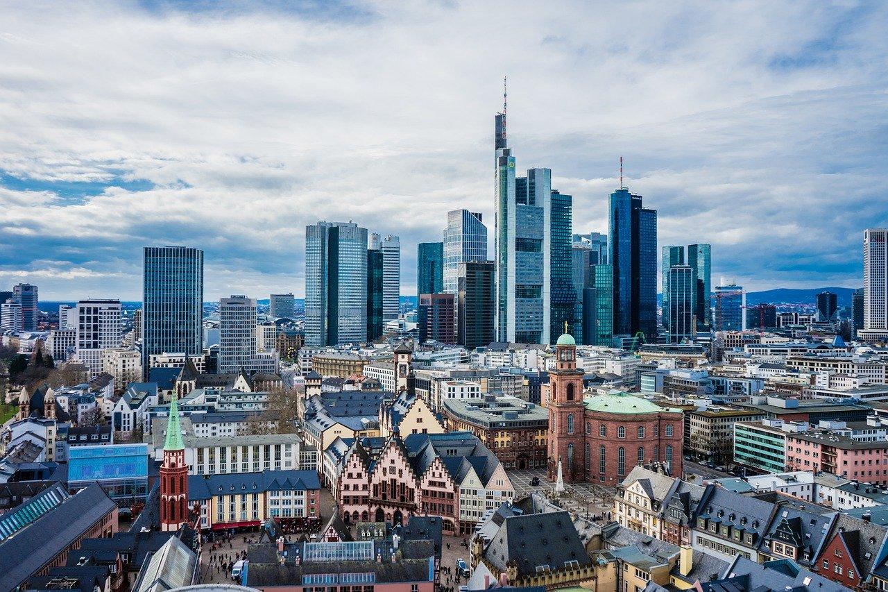 Frankfurt Main Skyline Storm Clouds  - LNLNLN / Pixabay