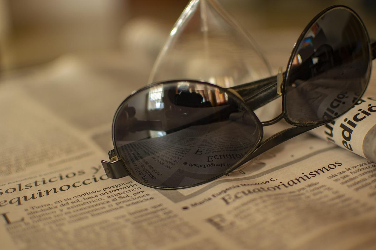 Sunglasses Newspaper News Read  - fernandozhiminaicela / Pixabay